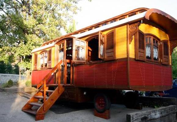 Caravan as a waiting room